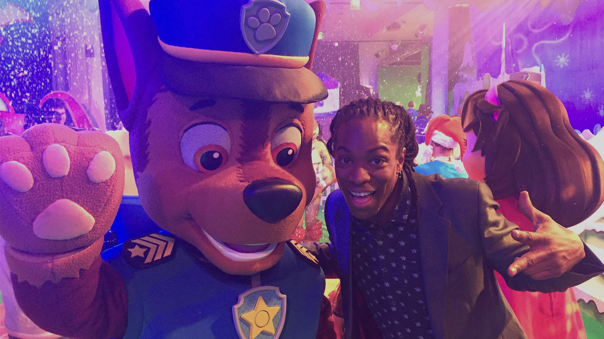 Nigel Clarke meets Chase from Paw Patrol at the Nickelodeon Christmas Party 2015 (dark)